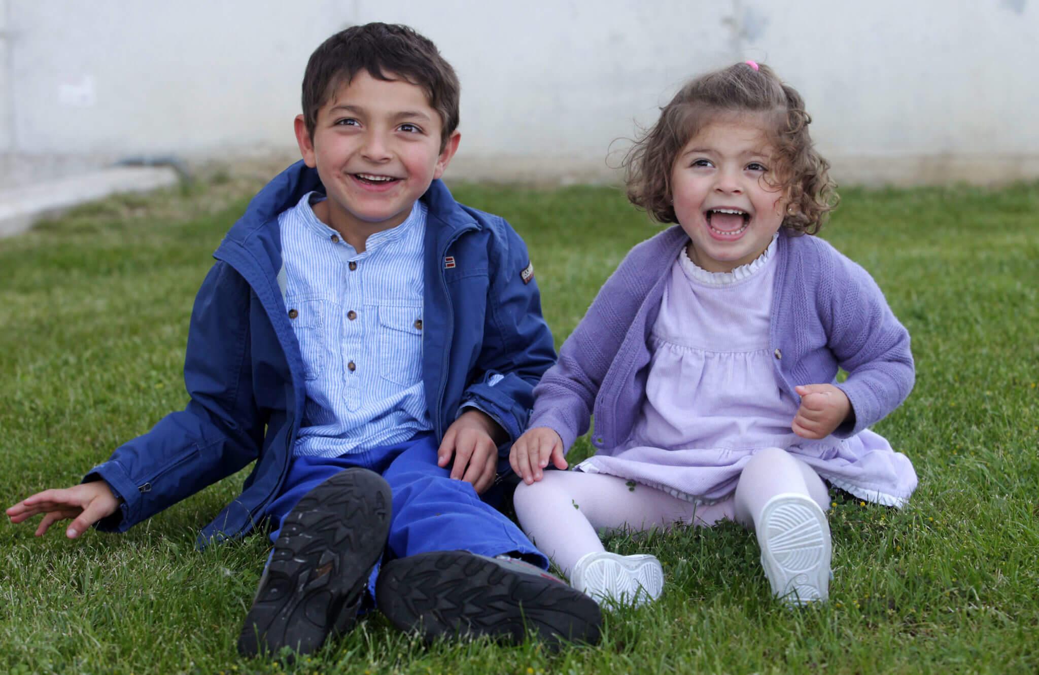 Amaia y Xabier_Teaming Cinfa Dos hermanos que padecen un retraso psicomotor. Avance, nuevas metas