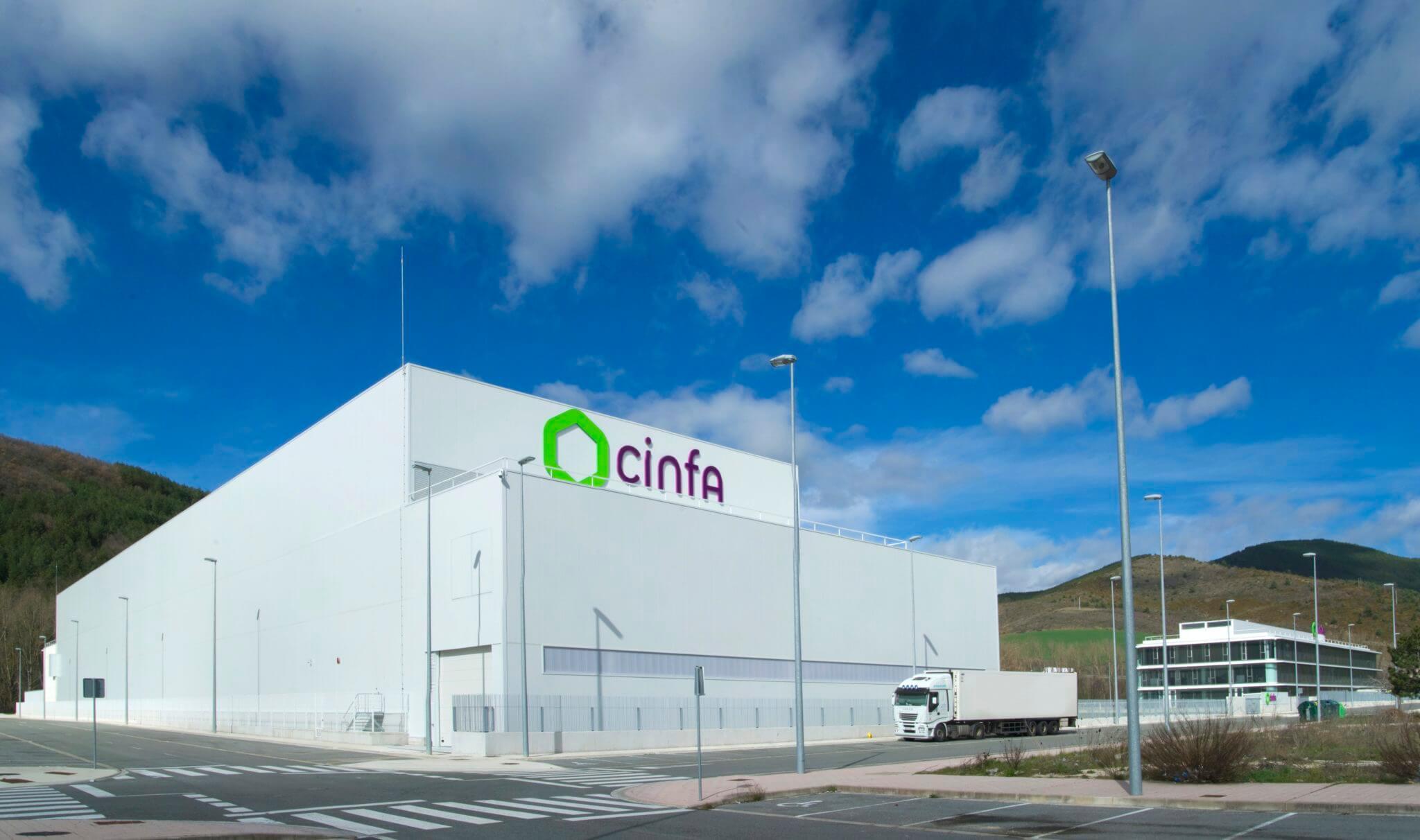 Cinfa_Almacen automatizado y oficinas