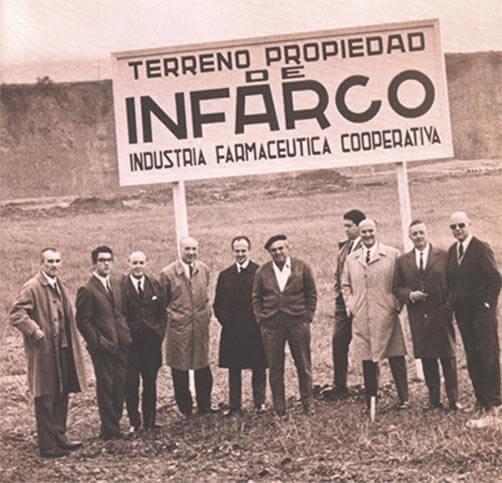 Farmaceúticos en el terrno de Infarco en 1964